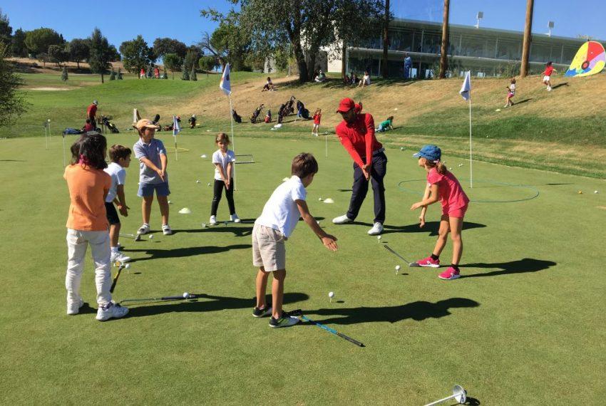 niños-jugando-golf-1024x768